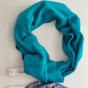 2 infinity scarves.